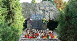 Dziś Zaduszki – znów odwiedzimy cmentarz