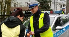 Policjant w uniformie ratownika medycznego zatrzymał pijanego rowerzystę
