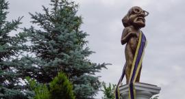 Szczecinek pod czujnym okiem obywatela Włapko. Pomnik stanął na rogu Zielonej i Koszalińskiej