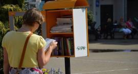W Szczecinku książki krążą po mieście. Z żółtej budki weź, do budki oddaj