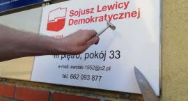 Żyletką i nożem. Biuro szczecineckiego SLD znika z tablicy (aktualizacja)