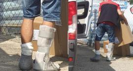 Kurier z połamanymi nogami ciągle w pracy. Rzeczywistość jednoosobowej działalności gospodarczej