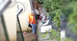Bezdomni koczują na osiedlu Koszalińska
