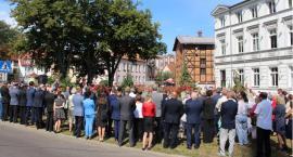 15 sierpnia w Szczecinku. Kwiaty pod pomnikiem marszałka