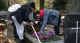 Tradycja, historia i pamięć. Mieszkańcy Szczecinka posprzątali najstarsze groby