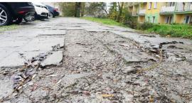 W Szczecinku straszy chodnik z PRL-u. Znajdą się pieniądze na remont?