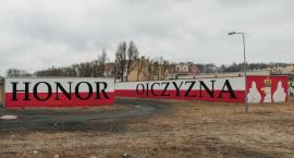 Murale ze Szczecinka na wystawie w Sopocie. Patriotyzm z przesłaniem, czy historia na pokaz?