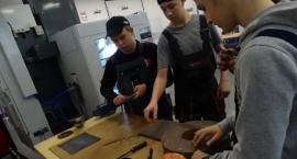 Ostrzyli noże i zachęcali do przeglądu samochodu. Dni otwarte w ZST w Szczecinku