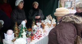 Bożonarodzeniowy kiermasz ozdób świątecznych