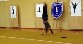 Pokaz akrobatyki i fitness gimnastycznego
