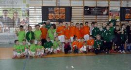 Halowy turniej piłki nożnej w Barwicach rocznika 2006 i młodsi