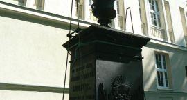 Remont pomnika przy ogólniaku za 35 tys. zł. Powiatowi pomoże miasto