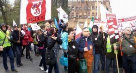 Nauczyciele demonstrują. Minister wygwizdana