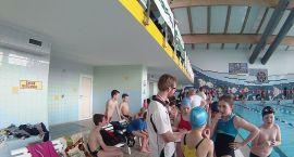Worek medali młodych pływaków
