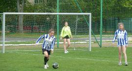 SP 7 wygrywa turniej powiatowy dziewcząt w piłce nożnej