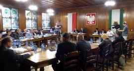 Błyskawiczna sesja Rady Miasta. Nie wszyscy radni byli
