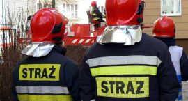 Pożar domu, płonąca sadza i wypadki na drogach