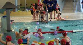 Stawiali pierwsze kroki pływackie