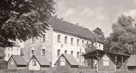 Zamek, wojsko i domki kempingowe