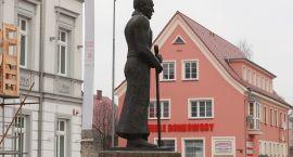 Pięć lat temu marszałek Piłsudski przestał być strongmanem z wielkim mieczem