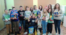Uczniowie pomagają Karolewku