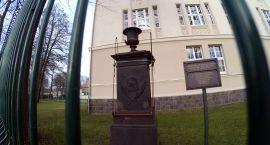 O pomnik Kaulfussa się kłócą, a środki przepadną