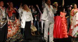 Euforia i falujące tłumy w kinie Wolność (wideo). Nie wszyscy mogli wejść