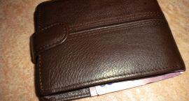 Sprzedawca ukradł portfel swojej klientce