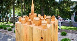 Te rzeźby warto zobaczyć. One też będą stały w parku