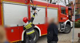 Dron na drzewie? Pomogą strażacy