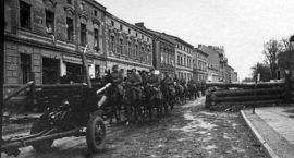 Oberwani, w gumowych butach, zwycięscy. Żołnierze Armii Czerwonej zdobywają Neustettin