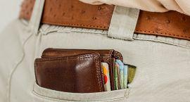 Uczciwa mieszkanka oddała portfel, w którym było 3 tysiące zł i karty kredytowe
