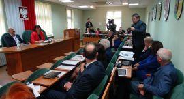 34. sesja Rady Powiatu. O PKS bez obecności mediów