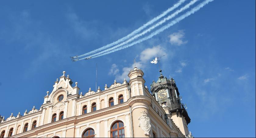 Imprezy, Święto Wojska pokaz lotniczy - zdjęcie, fotografia