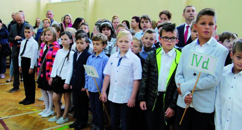Szkoły podstawowe, szkolny nowej rzeczywistości - zdjęcie, fotografia