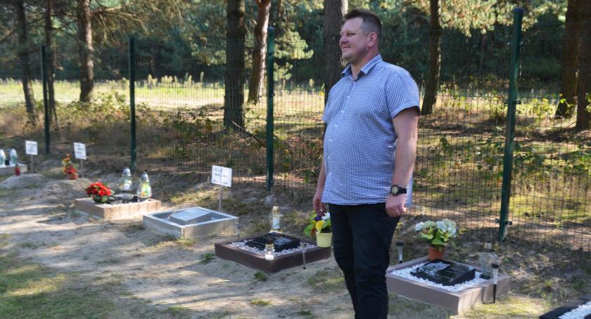 Reportaż, Cmentarz pupili - zdjęcie, fotografia