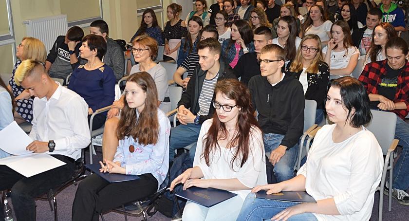 Szkoły średnie, Droga Polaków niepodległości - zdjęcie, fotografia