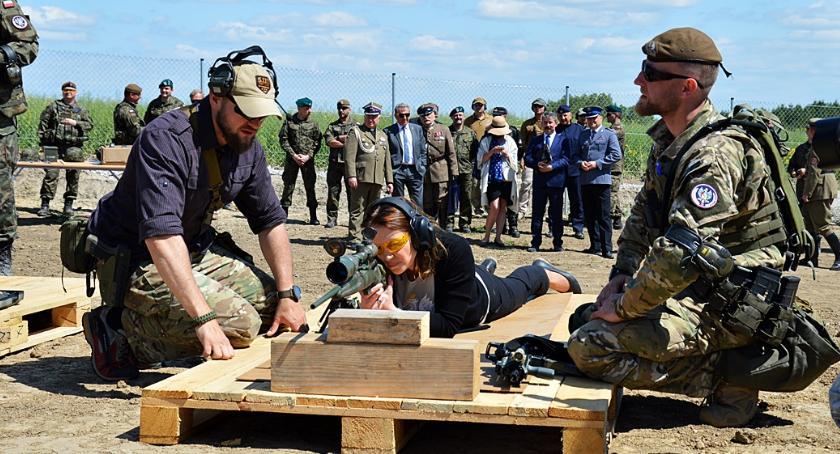 Wojsko, Maleniskach padły strzały - zdjęcie, fotografia