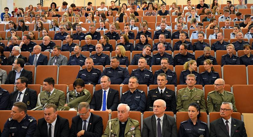 Ludzie, Lekcja historii polskiej policji - zdjęcie, fotografia