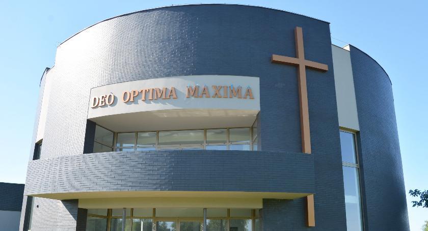 Rażący błąd w napisie na nowej kaplicy