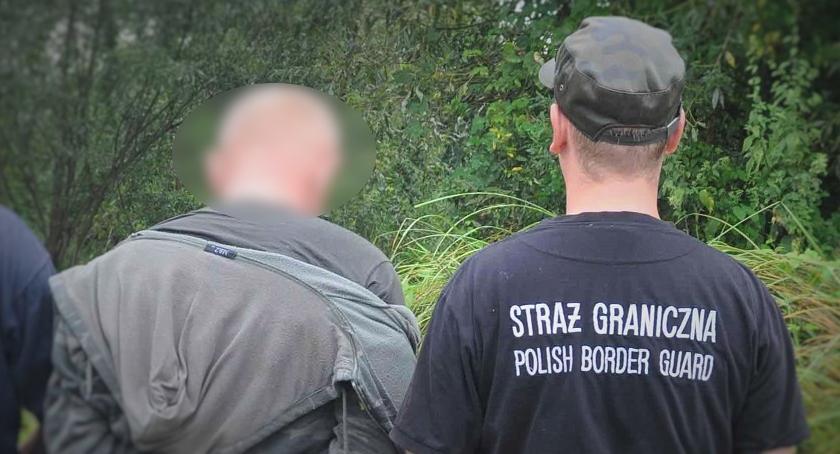 Granica, Ukrainiec ukrywał rzece mostem - zdjęcie, fotografia