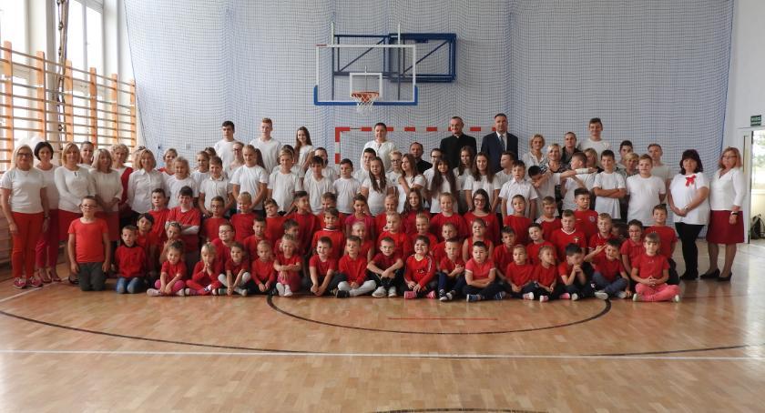 Szkoły podstawowe, sportowo uczczono Niepodległą - zdjęcie, fotografia