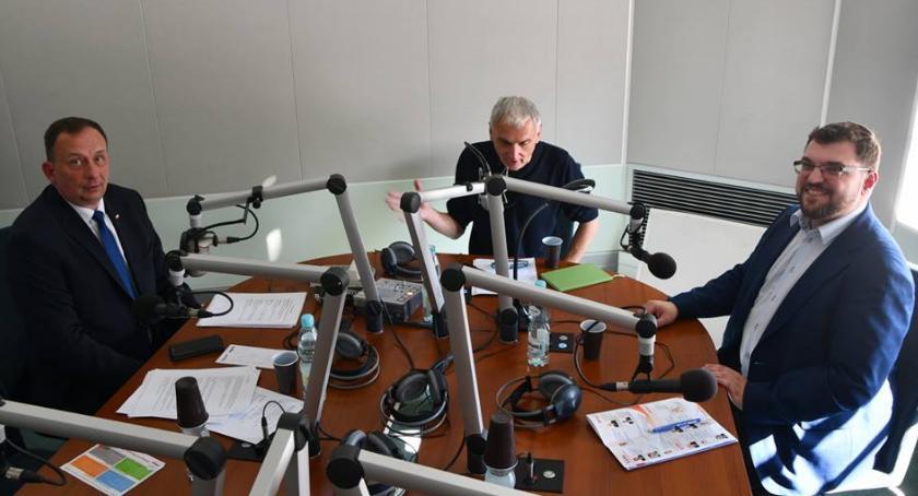Samorząd, Radio Rzeszów zagroziło Waldemarowi Paluchowi sądem - zdjęcie, fotografia