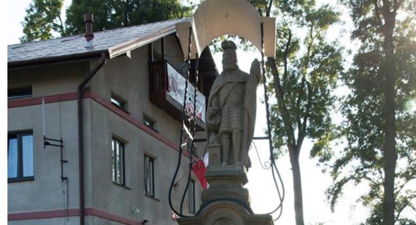Wydarzenia, Odsłonięcie pamiątkowej tablicy okazji lecia odzyskania Niepodległości przez Polskę - zdjęcie, fotografia