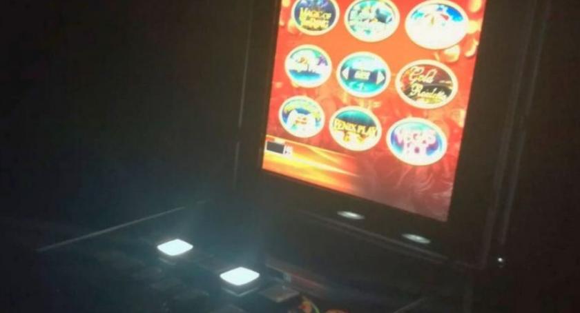 Nielegalne automaty do gry w jednym z lokali w Jarosławiu