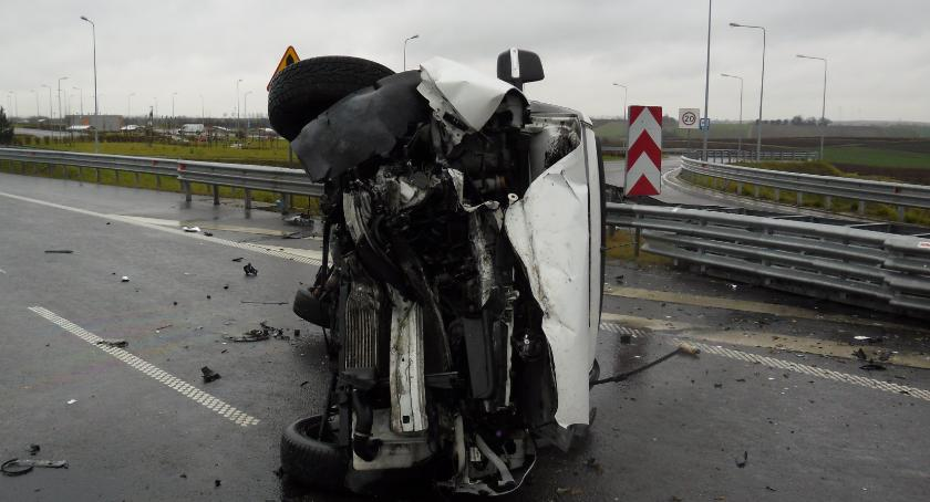 Zdarzenia, dachował autostradzie - zdjęcie, fotografia