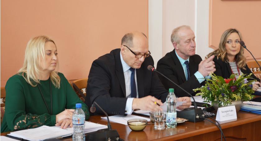 Samorząd, Radny pomylił Głosujemy jeszcze - zdjęcie, fotografia