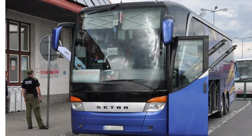 Pasażer autobusu leżał w kałuży krwi