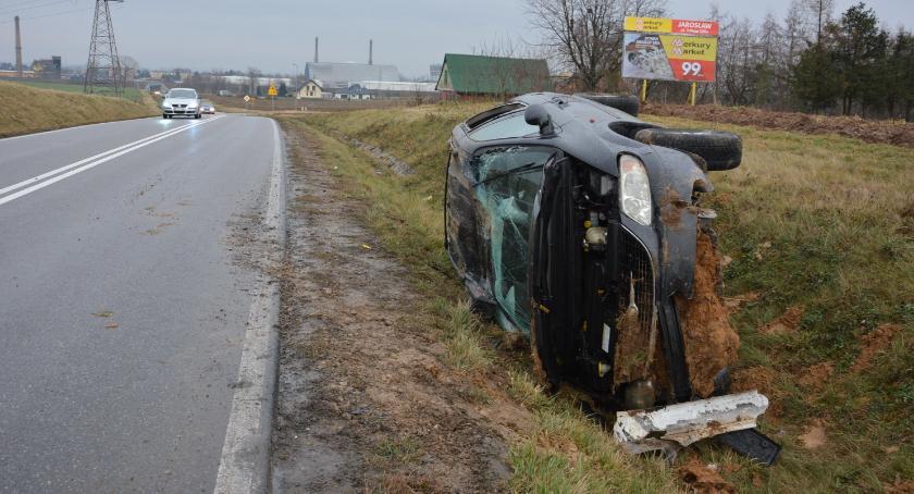 Zdarzenia, Alkohol przyczyną wypadku - zdjęcie, fotografia