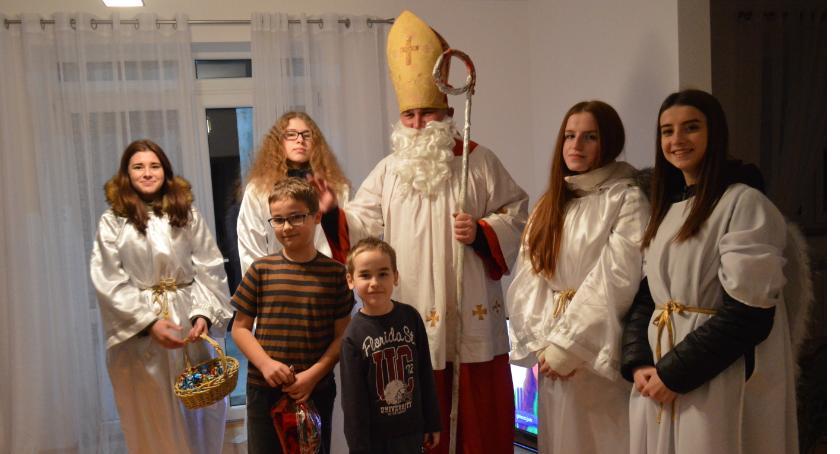 Szkoły podstawowe, Mikołaj przyszedł dzieci dorosłych - zdjęcie, fotografia